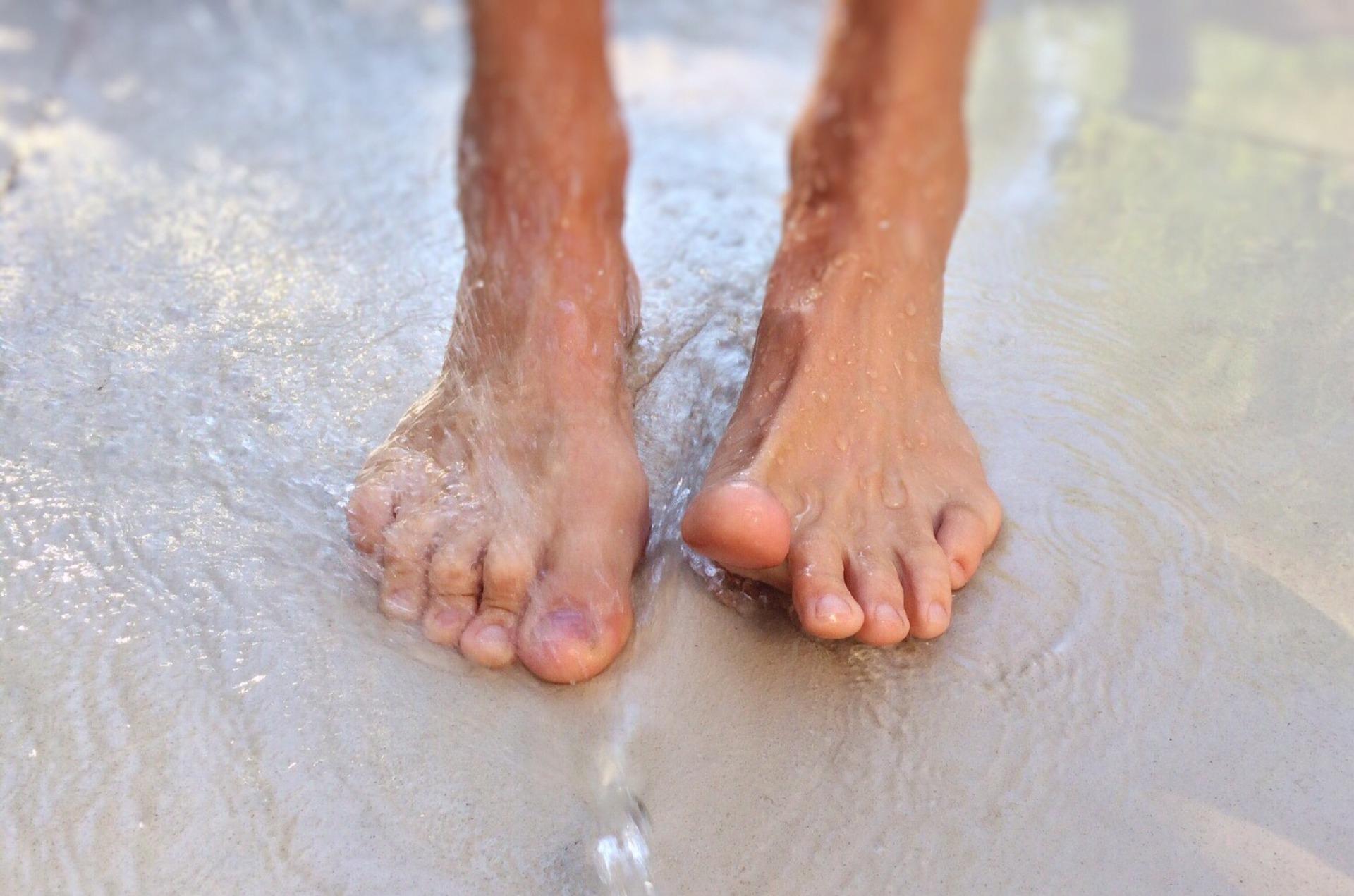 feet-1176612_1920-1